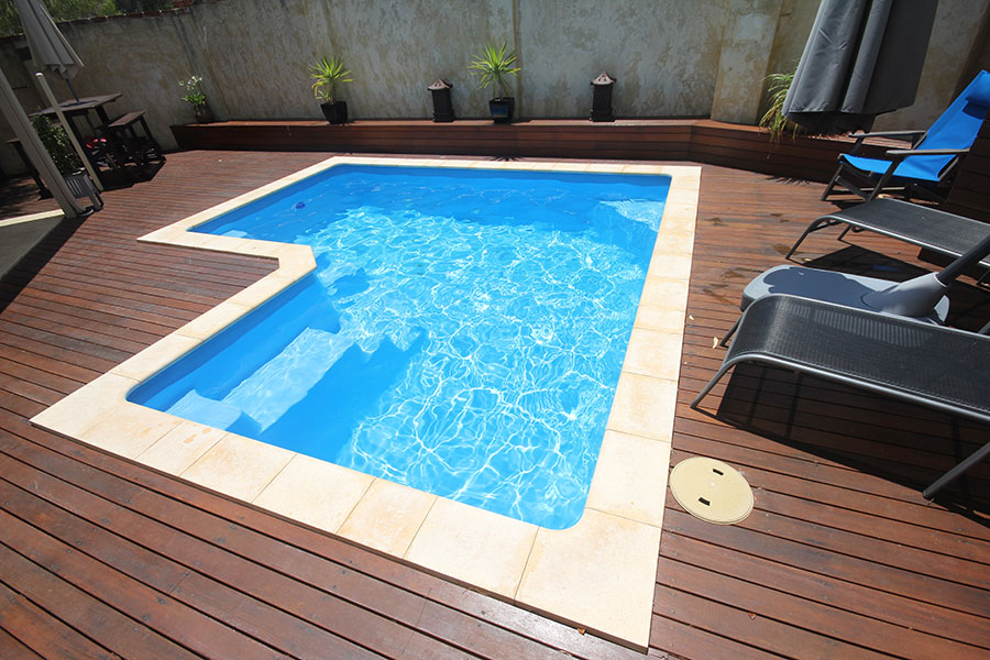 Alfresco swimming pool x aqua technics for Swimming pool 4 eckig