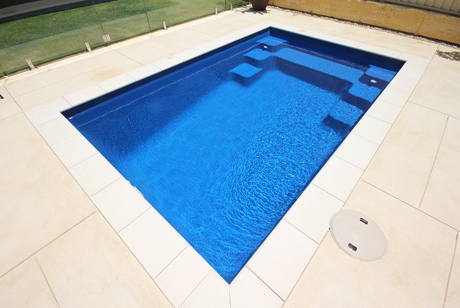 Serenity swimming pools 4m x horizon pools for Swimming pool display centres melbourne