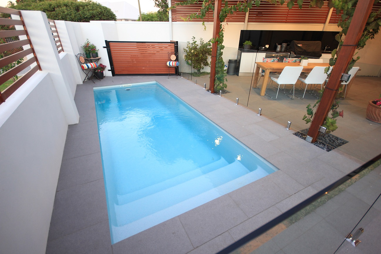 Small fibreglass swimming pools perth aqua technics - Small swimming pools ...